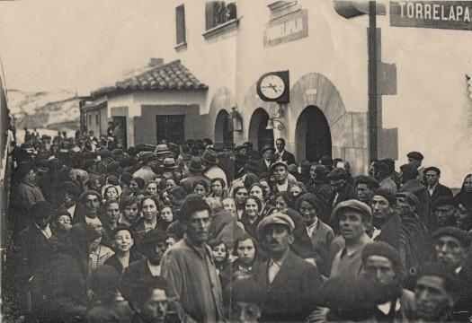 Inauguración de la estación de Torrelapaja (21/10/1929). Andén